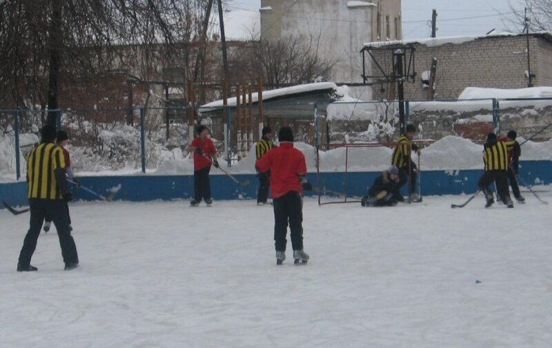 Юрьевец  играет  в  хоккей!