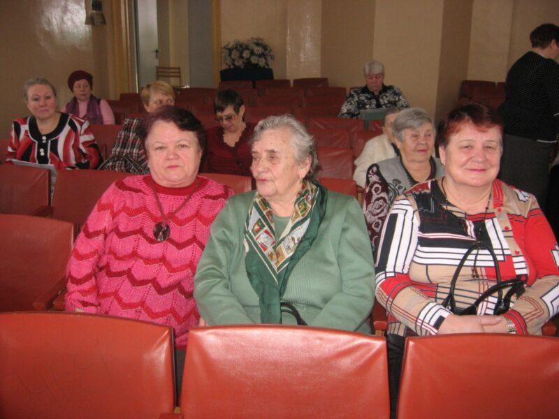 Внимание  и  заботу -  пожилым