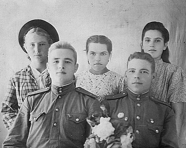 Коряжкин А.А. слева