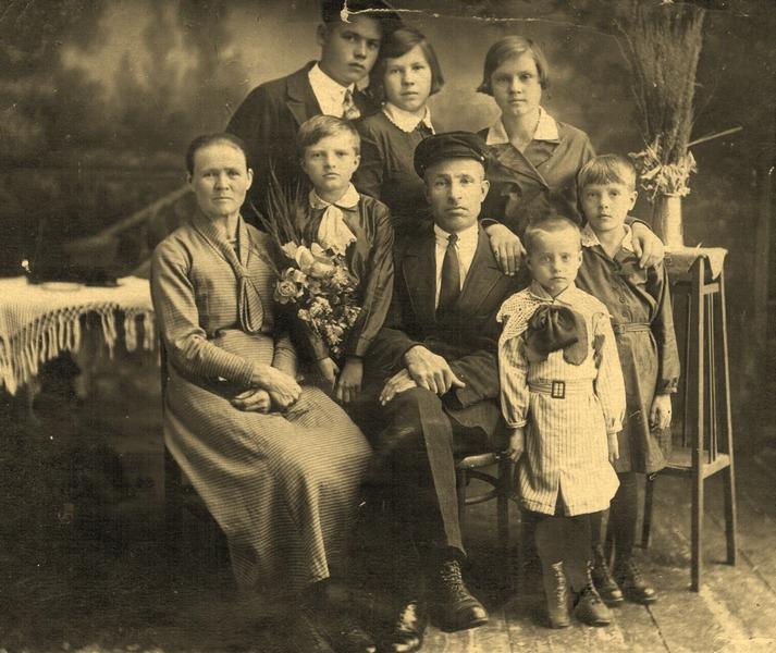 Д.И. Финагин с семьей
