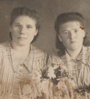 Клавдия Николаевна с подругой