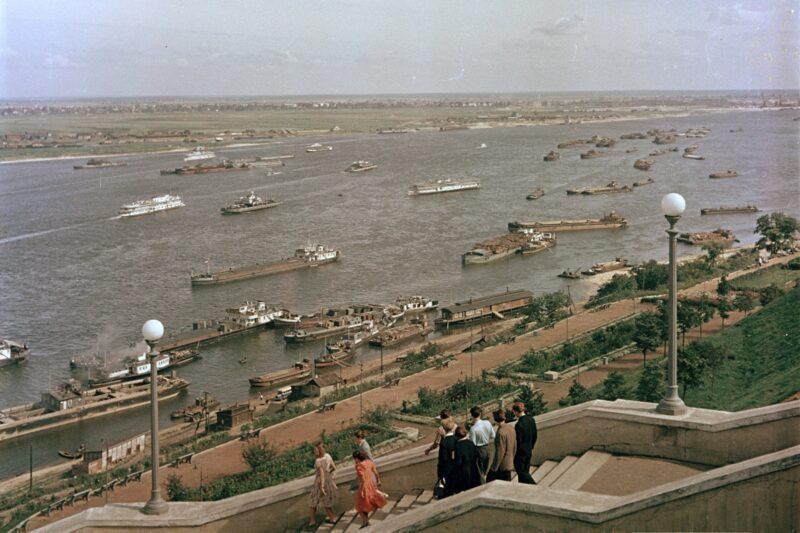 «Издалека долго течет река Волга...»