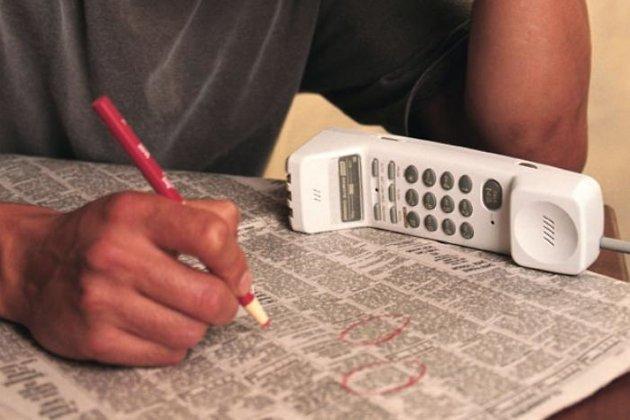 Безработных превращают в визажистов и дизайнеров