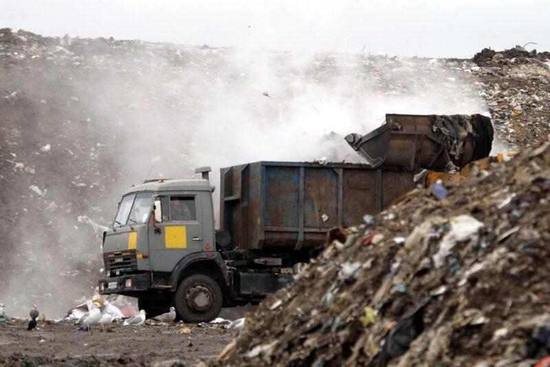 Плату за мусор с октября будут начислять не за троих, а за пятерых