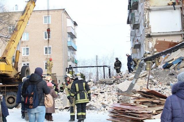 Ситуация с обрушением дома на личном контроле губернатора