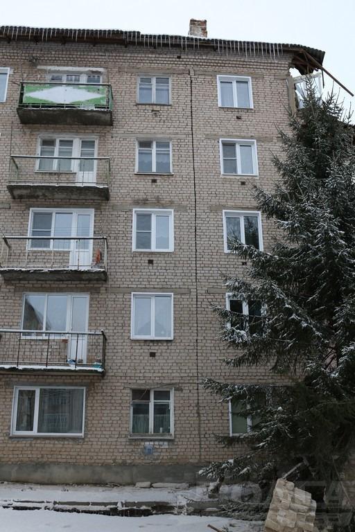 В Юрьевце обрушилась стена жилого дома (фоторепортаж)