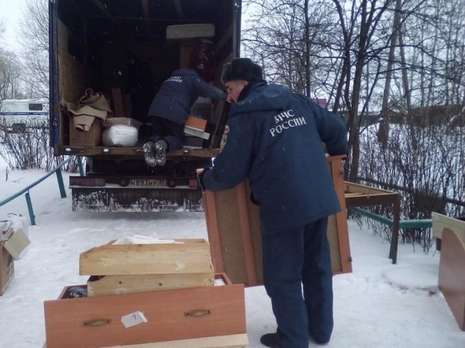 Кинешемские сотрудники МЧС помогают при переезде пострадавшим от обрушения юрьевчанам
