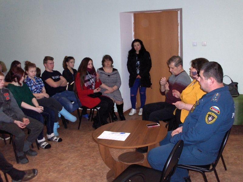 Студентам Юрьевецкого колледжа напомнили о недопущении курения в здании