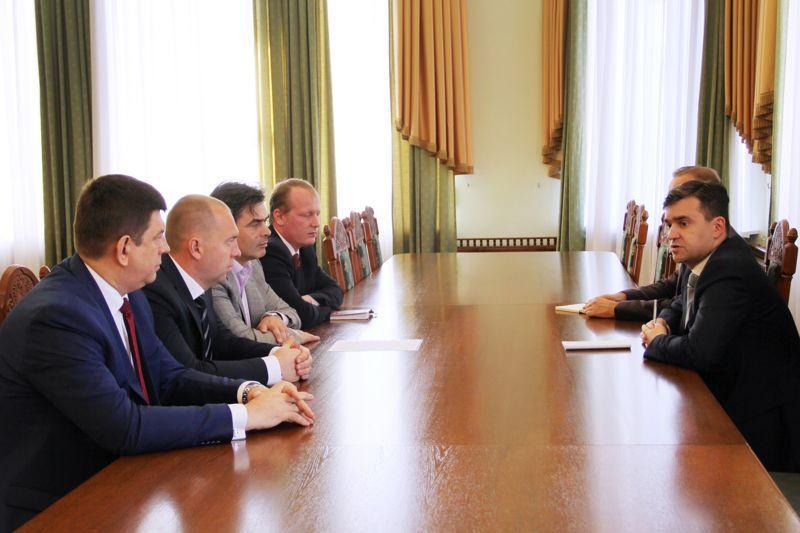 Глава региона провел встречу с руководителями парламентских партий