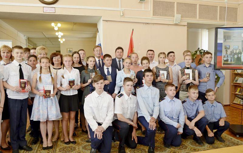 В преддверии Дня России юные ивановцы получили первые паспорта