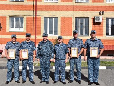 Лучшие сотрудники сводных отрядов полиции получили благодарности