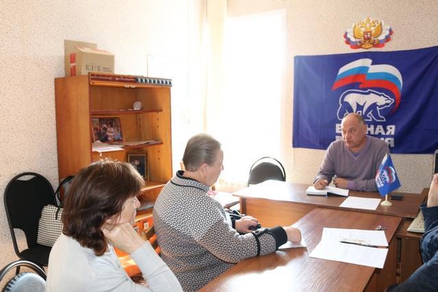 На вопросы о подготовке к отопительному сезону отвечал Дмитрий Вазаев