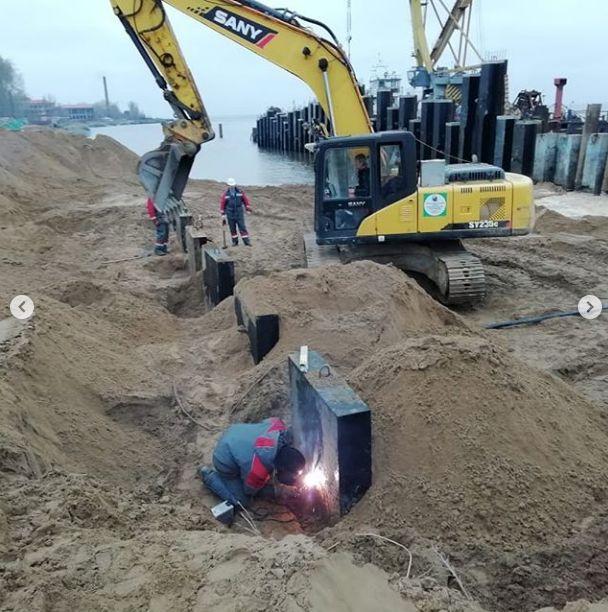 Продолжаются работы по реконструкции дамбы