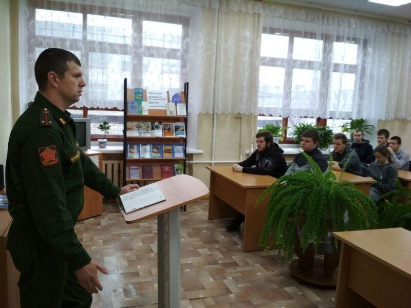 Студентам рассказали о службе в армии