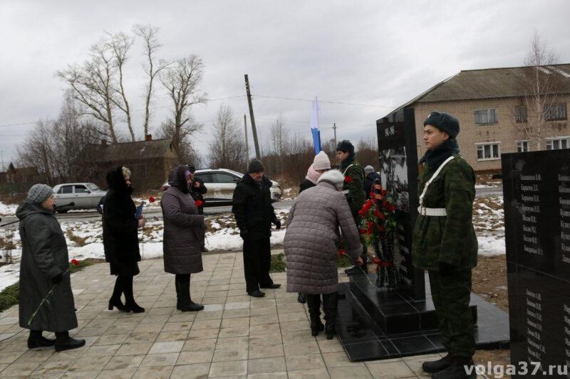 В Юрьевецком районе установлены новые памятники погибшим воинам