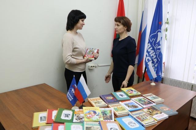 Семь сельских библиотек Лежневского района получили в дар от «Единой России» новые книги