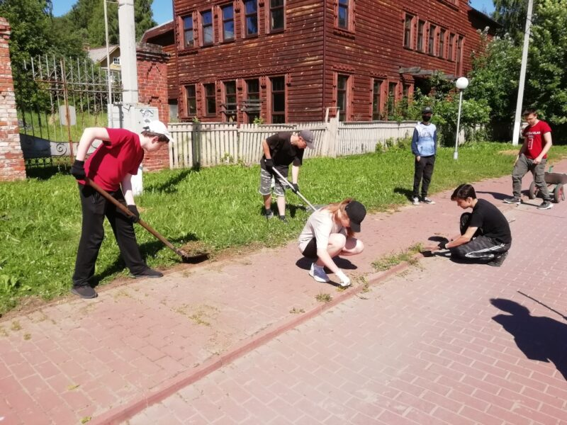 Трудовое лето юных юрьевчан