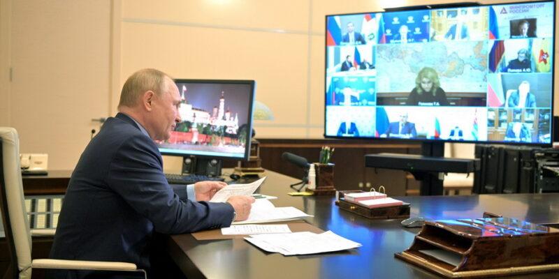 На совещании с членами Правительства России Владимир Путин поручил реализовать меры по противодействию COVID-19 и по поддержке экономики, малого и среднего бизнеса